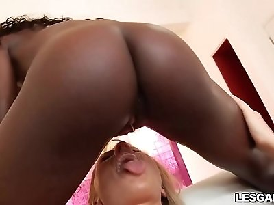 Soak me! Lesbian babes totally drenched in SQUIRT!