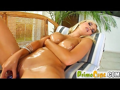 Prime Cups Natural pussy owner pleasures herself deep and thorough