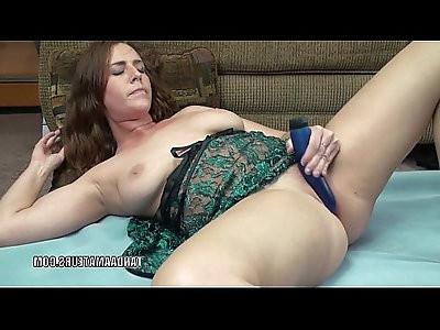 Curvy cutie Alisha Adams uses a toy to make herself cum