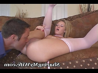 Lovely Housewife Yearns For Companionship