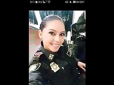 Supuesto video de la policia que enseno tetas en una patrulla