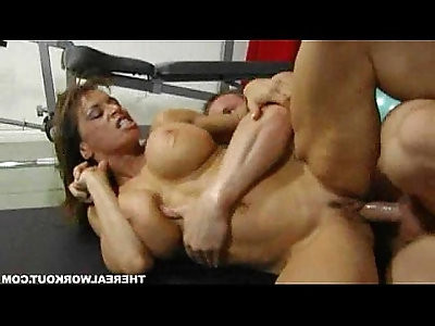 Muscled lady rammed hard by her workout trainer